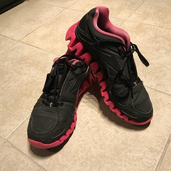 best website d561f 2baec Women s Reebok Zig Tech In Pink Black (Size ...